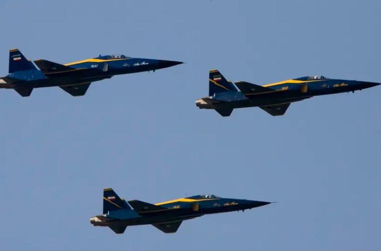 """""""ממשיכים בתוכניות הצבאיות שלהם"""". מטוסי קרב איראניים"""