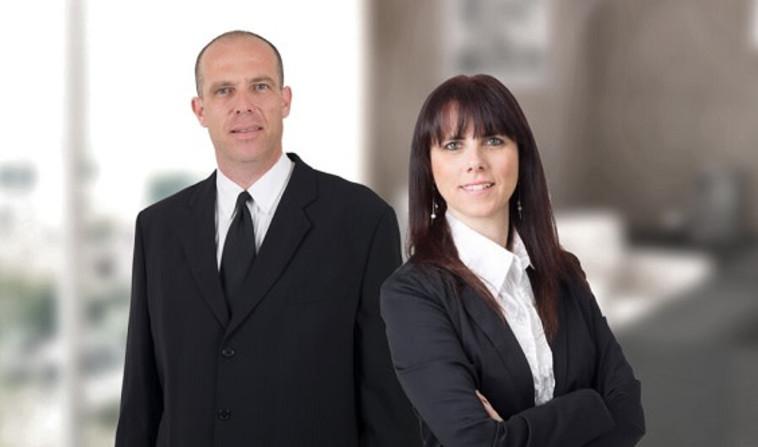 עורכי הדין איריס גרבר ומוטי גרטל (צילום: אקסטרה קידום אתרים | בניית אתרים)
