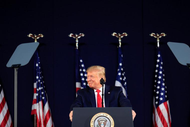 דונלד טראמפ נואם בהר ראשמור (צילום: רויטרס)