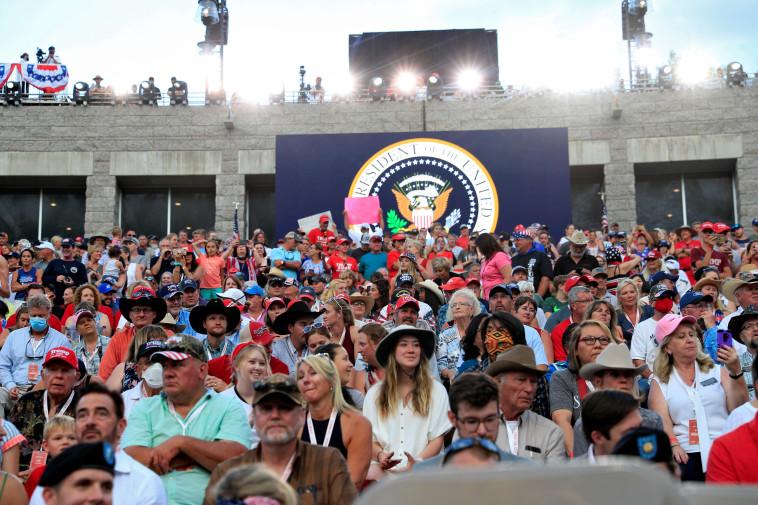 הפרו את ההנחיות. הקהל בהר ראשמור  (צילום: רויטרס)