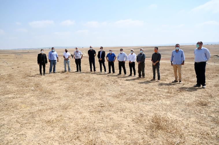 בני גנץ בסיור בליקית (צילום: אריאל חרמוני, משרד הביטחון)
