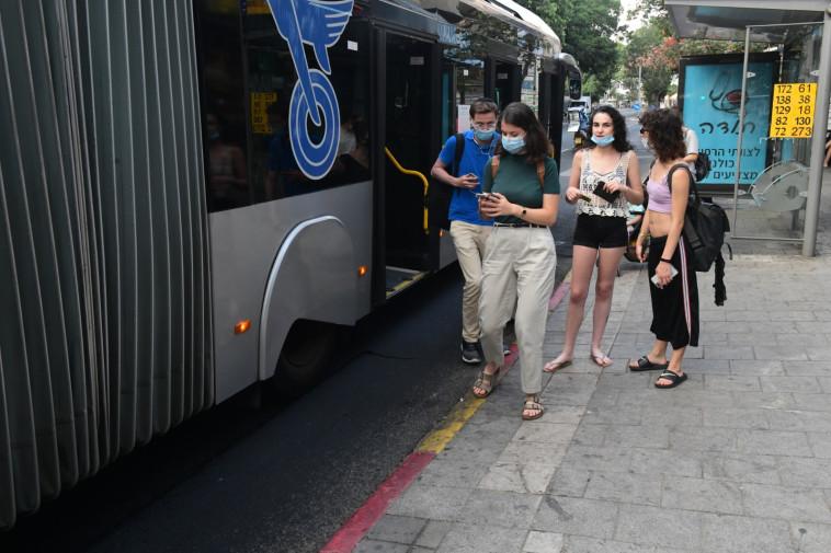 אוטובוס בימי קורונה (צילום: אבשלום ששוני)