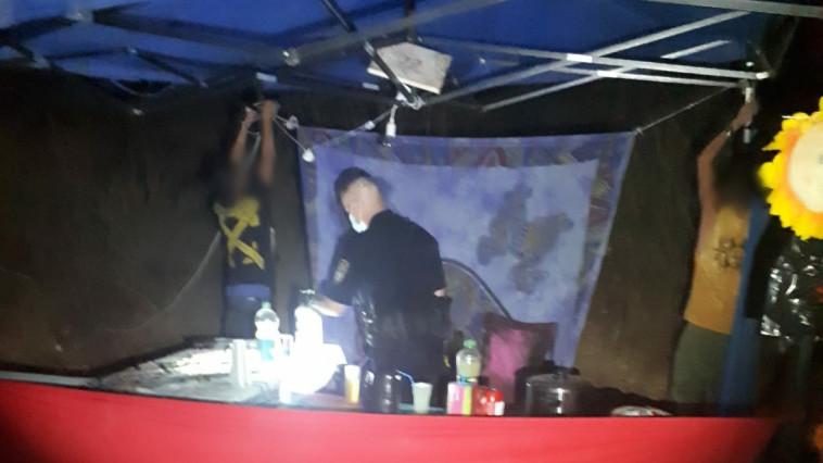 מסיבת טבע בניגוד להנחיות ביער בן שמן (צילום: דוברות המשטרה)