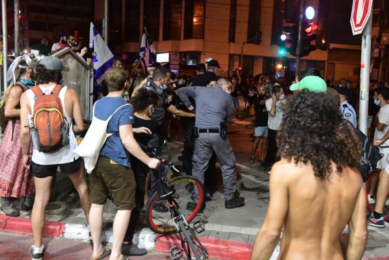 עימותים בין המפגינים למשטרה לאחר מחאת העצמאיים בת''א (צילום: אבשלום ששוני)