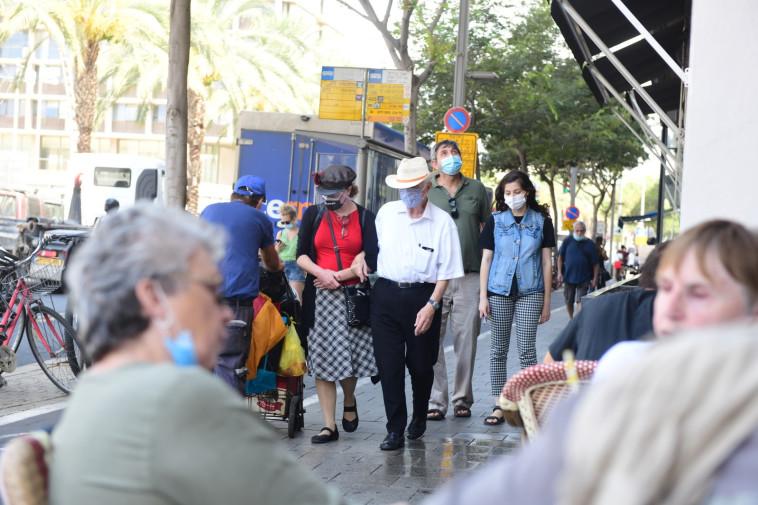 סועדים בימי הקורונה (למצולמים ולמסעדה אין קשר לכתבה) (צילום: אבשלום ששוני)