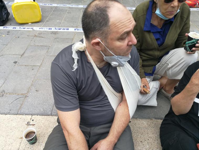 מפגינים מחוץ למעון רה''מ (צילום: מחאת בלפור)
