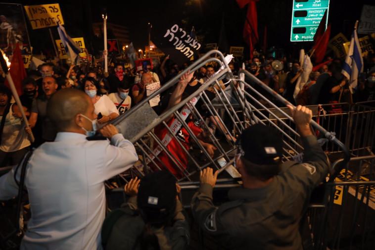 המחאה מול מעון רה''מ בירושלים (צילום: מרק ישראל סלם)