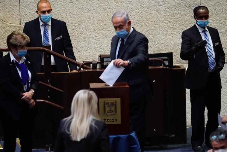 בנימין נתניהו מצביע בוועדה לבחירת שופטים (צילום: עדינה וולמן, דוברות הכנסת)