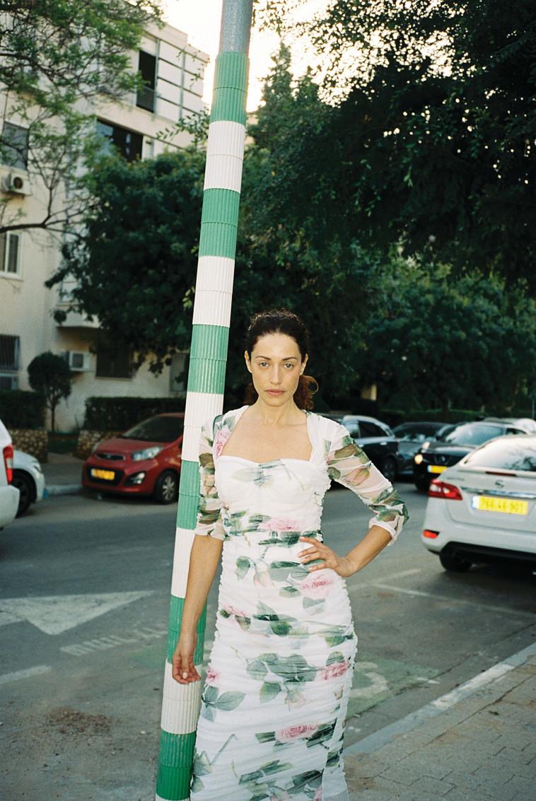 שמלת דולצ'ה וגבאנה  (צילום: סיימון אלמלם)