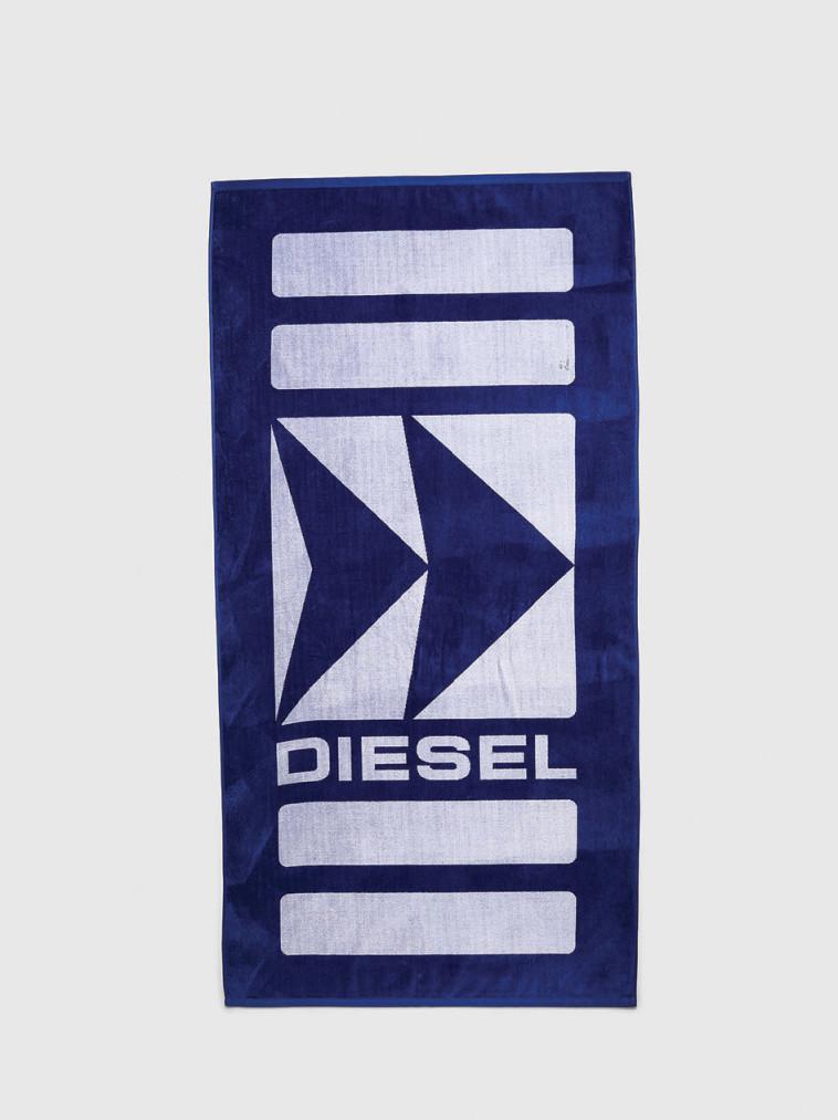 מגבת של דיזל (צילום: קמילה סימון)