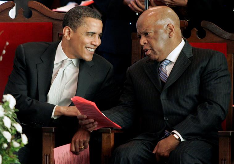 ג'ון לואיס והנשיא לשעבר ברק אובמה, ארכיון (צילום: REUTERS/Tami Chappell/File Photo)