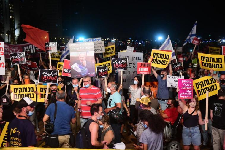מחאת הדגלים השחורים: הפגנה בצארלס קלור ת''א (צילום: אבשלום ששוני)