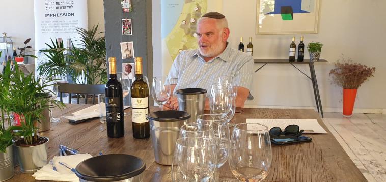 שיקי ראוכברגר, יינן יקב טפרברג, בהשקה החגיגית  (צילום: מירה איתן)