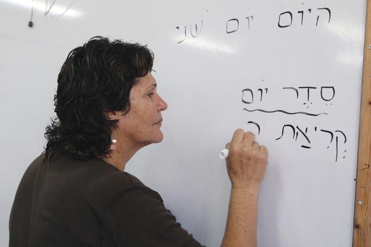 מורה בכיתה (אילוסטרציה: למצולמת אין קשר לנאמר בכתבה) (צילום: יוסי זמיר פלאש  90)