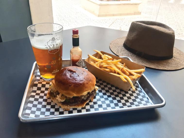 ''המבורגר בלוויתן'' (צילום: מיטל שרעבי)