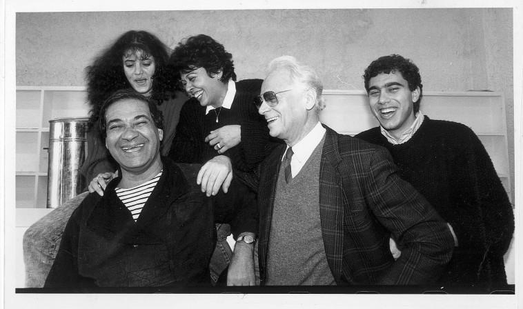 חברי ההצגה סאלח שבתי 1988 (צילום: ראובן קסטרו)