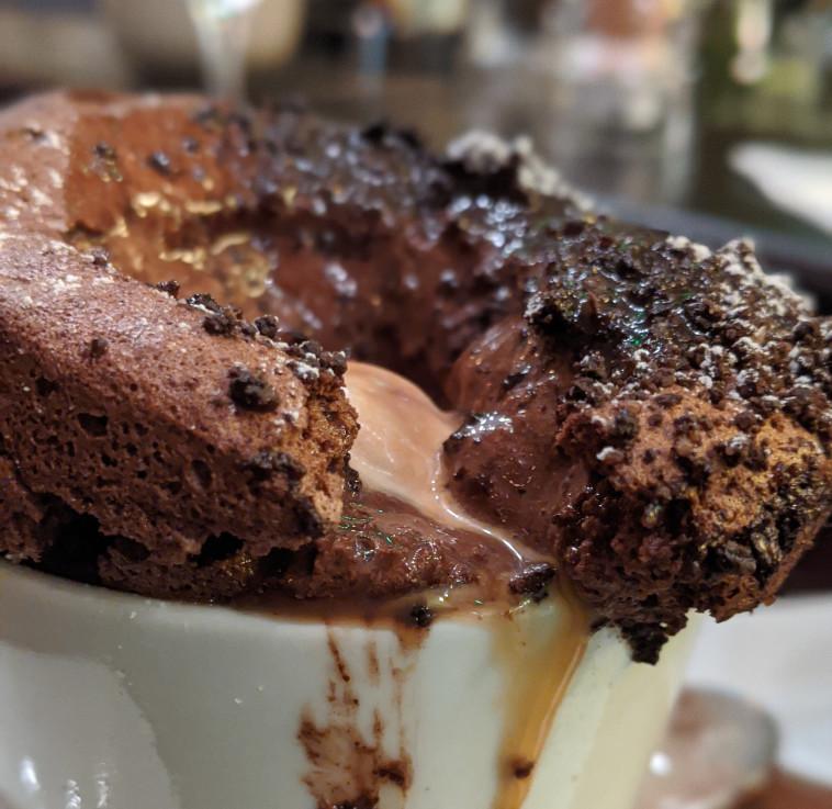 סופלה השוקולד של פופינה (צילום: אסנת גואטה)