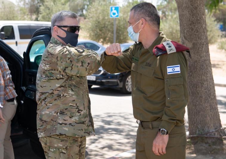 הגנרל מארק מילי והרמטכ''ל אביב כוכבי (צילום: דובר צה''ל)