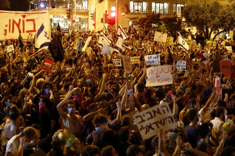 הפגנה בבלפור (צילום: רויטרס)