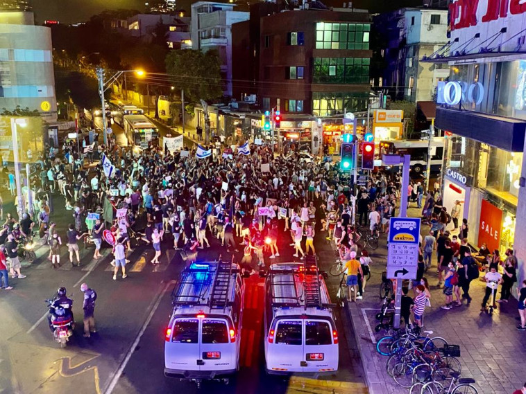 הפגנת המחאה בתל אביב (צילום: אבשלום ששוני)