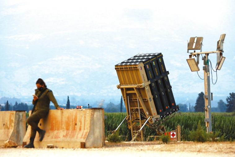 סוללת כיפת ברזל שהוצבה בצפון (צילום: רויטרס)