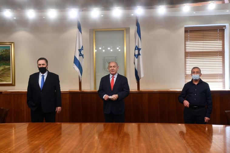 Benjamin Netanyahu, Israel Katz, Meir Spiegler (Photo: Haim Tzach, GPO)