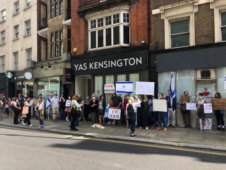 מפגינים ישראלים נגד נתניהו בלונדון (צילום: גלי סגל)
