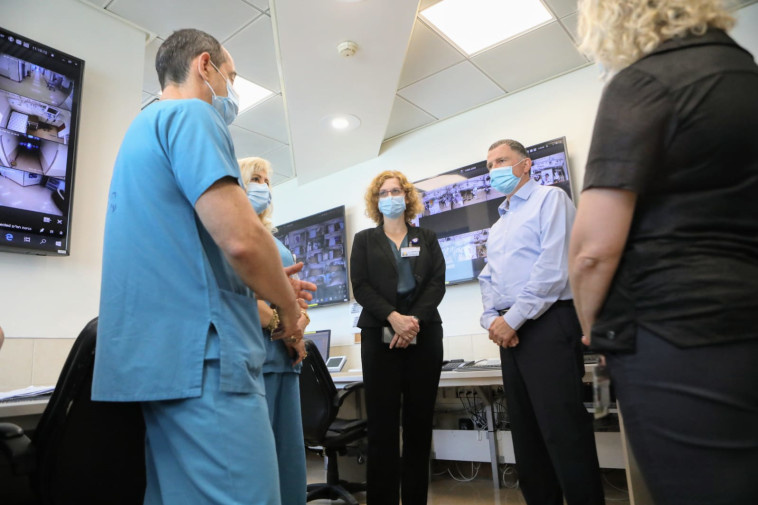 שר הבריאות יולי אדלשטיין בביקור בבי''ח וולפסון  (צילום: שלומי יוסף)