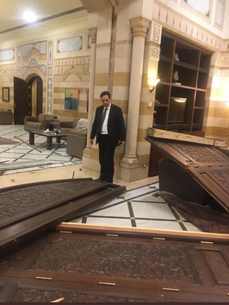 הרס בלשכת ראש הממשלה בלבנון (צילום: רשתות ערביות)