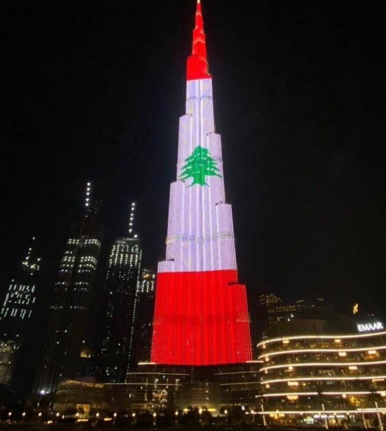 דגל לבנון מואר באבו דאבי (צילום: רשתות ערביות)