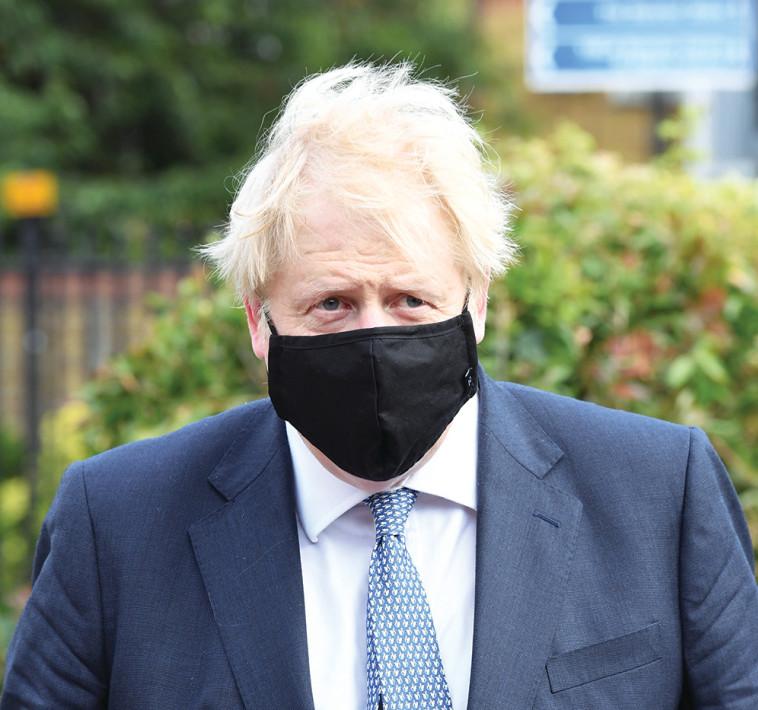 ראש ממשלת בריטניה בוריס ג'ונסון עם מסכה  (צילום: רויטרס)