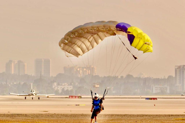 Skydiving at Ben Gurion Airport (Photo: Avshalom Shashoni)