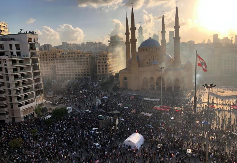 הפגנות ענק בביירות בירת לבנון  (צילום: רויטרס)