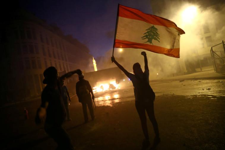 מפגינים בלבנון (צילום: רויטרס)