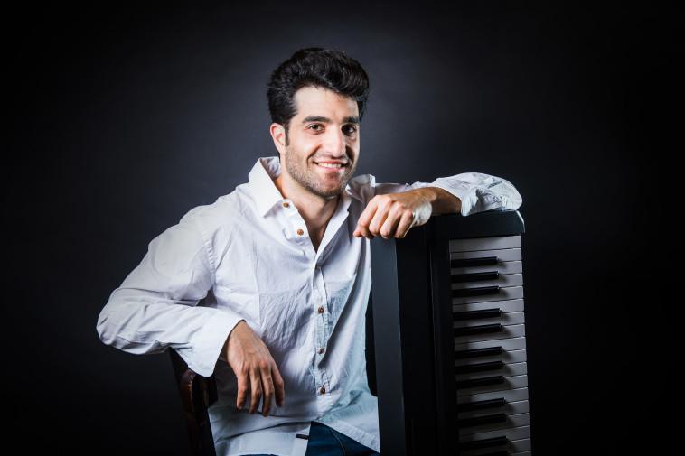 המוזיקאי יואל שמש (צילום: אליאור סטודיו)