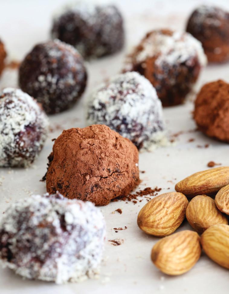 טראפלס שוקולד ופירות יער (צילום: נטע ליבנה)