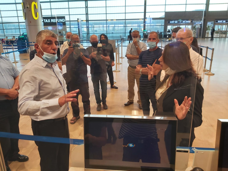 Miri Regev at Ben Gurion Airport (Photo: Moshe Cohen)