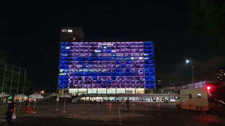 דגל ישראל על בניין עיריית תל אביב (צילום: עיריית תל אביב-יפו)