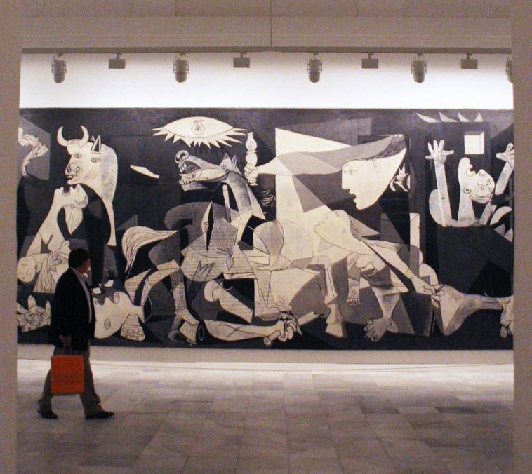 הציור גרניקה במוזיאון, פבלו פיקאסו (צילום: רויטרס)