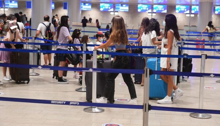 הנוסעים חזרו לנתב''ג (צילום: אבשלום ששוני)