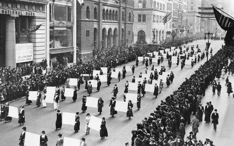 הפגנת נשים בניו יורק 1917 למען זכות בחירה לנשים (צילום: The New York Times photo archive)