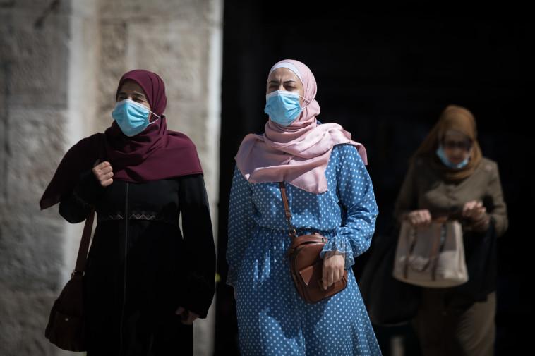 קורונה - נשים עם מסכה בעיר העתיקה, ארכיון (למצולמות אין קשר לנאמר בכתבה) (צילום: יונתן זינדל, פלאש 90)