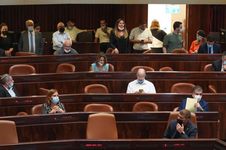ההצבעה במליאת הכנסת על דחיית התקציב (צילום: דוברות הכנסת, יהונתן סמייה)