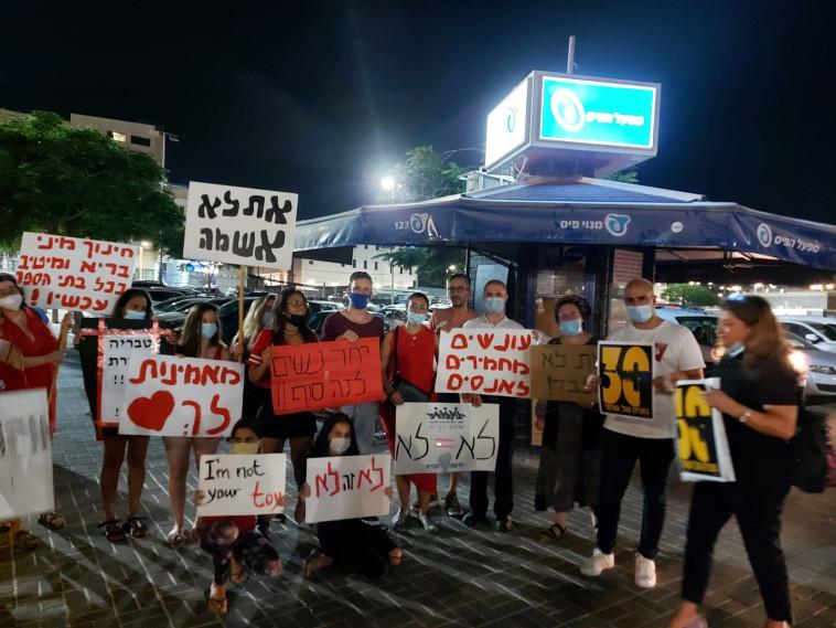 הפגנה בטבריה נגד אלימות מינית (צילום: פרטי)