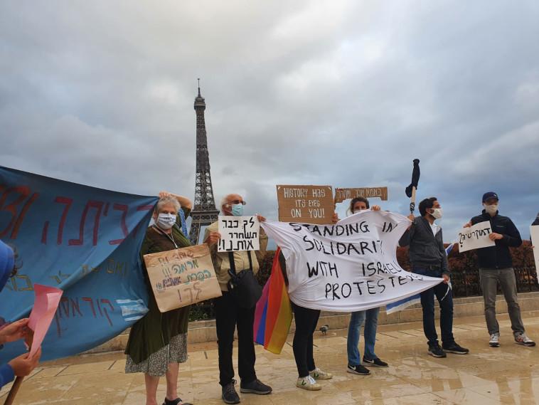 מפגינים נגד נתניהו בפריז (צילום: גדעון קוץ)