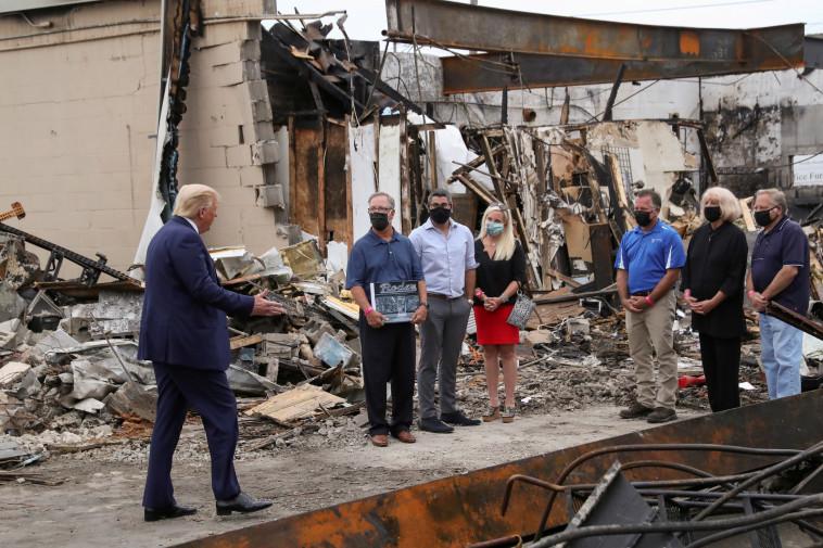 הנשיא טראמפ מבקר בקנושה (צילום: REUTERS/Leah Millis)