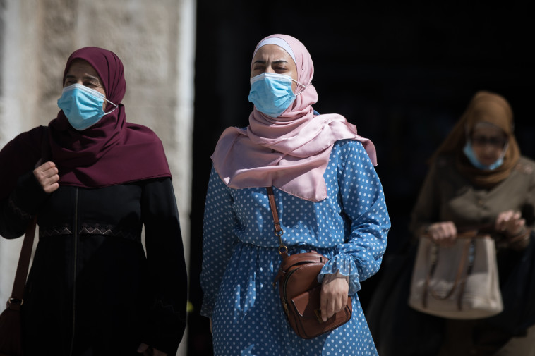 נשים ערביות בשער שכם (צילום: יונתן זינדל, פלאש 90)