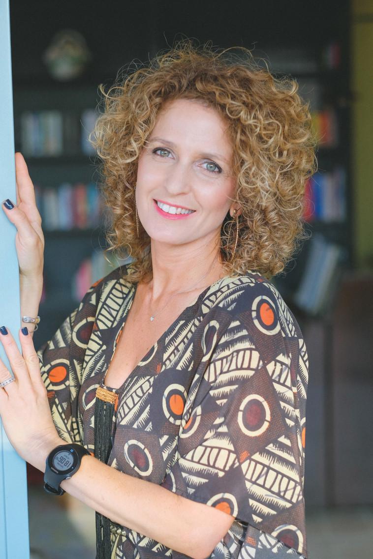 מעצבת הפנים קרן גנס (צילום: אלון שטרן)