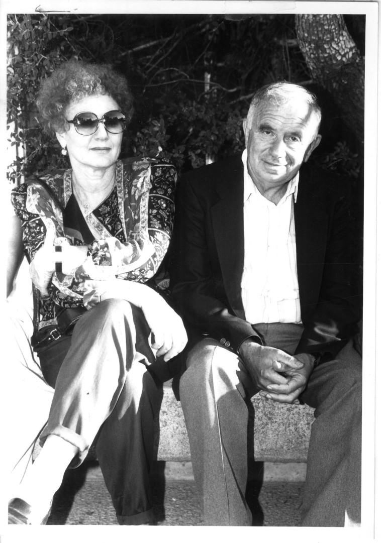 יהודה וחנה עמיחי שנת 1990  (צילום: פלאש 90)