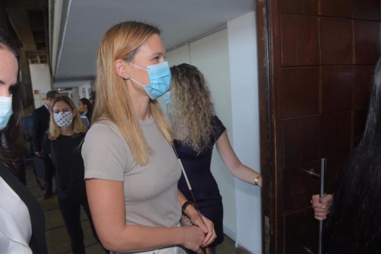 בר רפאלי בכניסה לדיון  (צילום: אבשלום ששוני)